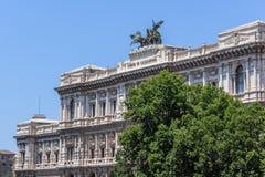 Errichten des Obersten Gerichts der Aufhebung und des Tiber-Flusses in der Stadt von Rom, Italien stockfotos