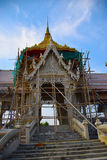 Errichten eines buddhistischen Tempels Stockbilder