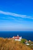 Errichten eines Leuchtturmes auf einer Klippe über dem sea-3 Lizenzfreies Stockbild