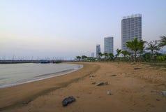 Errichten eines Strandes am Abend Lizenzfreie Stockfotografie