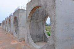 Errichten Sie einen konkreten Abfluss Konkrete Entwässerung Stockfoto