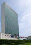 Errichten und Flaggen der Vereinten Nationen Stockfoto