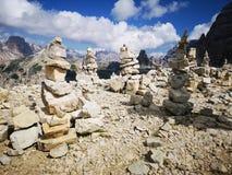 Errichten von Steinen in den Bergen lizenzfreie stockfotografie