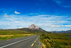errigal ireland berg för co donegal arkivfoto
