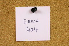 Error 404. Pink small sticky note on an office cork bulletin board. Internet concept - famous error 404 royalty free stock images