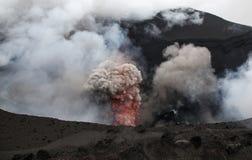 Erruption vulcanico - supporto Yasur - Tanna Island Vanuatu Questo Vo immagine stock