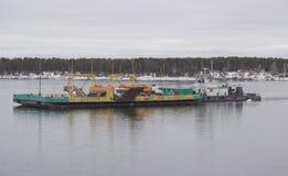 Erry-Überfahrt auf dem Fluss lizenzfreie stockbilder