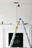 Ersatz von Leuchten Wohnzimmerumgestaltung Stockbild