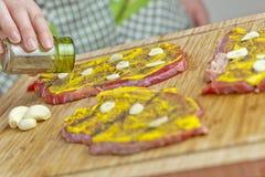 Erschütterungpfeffer über Rindfleisch Lizenzfreie Stockbilder