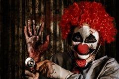 Erschreckende amputierte Hand Clowndoktors Holding Lizenzfreies Stockbild