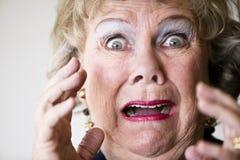 Erschrockene ältere Frau Stockbilder