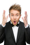 Erschrockener und schreiender Geschäftsmann mit den Händen oben stockfotografie