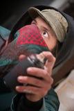 Erschrockener Verbrecher mit Sprühfarbe Lizenzfreies Stockfoto