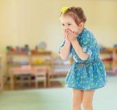 Erschrockenes kleines Mädchen Stockbild