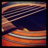 Erstaunliche Akustikgitarrehintergrundtapete Stockfoto