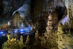 Erstaunliche Ansicht über das älteste bedeutende Karstgebiet in Vietnam lizenzfreie stockbilder