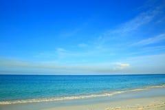 Erstaunliche Ansicht über Eagle Beach von Aruba-Insel karibisch Stockfotos