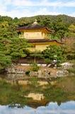 Erstaunliche Ansicht des Goldpavillons in Kyoto, Japan Stockfotografie