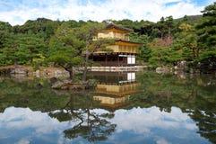 Erstaunliche Ansicht des Goldpavillons in Kyoto, Japan Lizenzfreies Stockfoto
