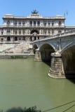 Erstaunliche Ansicht des Obersten Gerichts der Aufhebung und des Tiber-Flusses in der Stadt von Rom, Italien stockfotografie