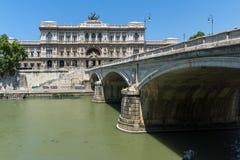 Erstaunliche Ansicht des Obersten Gerichts der Aufhebung und des Tiber-Flusses in der Stadt von Rom, Italien lizenzfreie stockfotografie