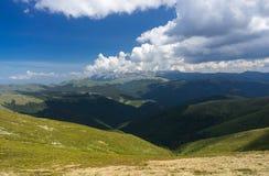 Erstaunliche Ansicht in die Berge Lizenzfreies Stockbild