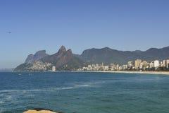 Erstaunliche Ansicht von Ipanema-Strand, Rio de Janeiro, Brasilien stockbilder
