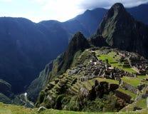 Erstaunliche Ansicht von Machu Picchu und Tal mit Urubamba-Fluss Stockfotos