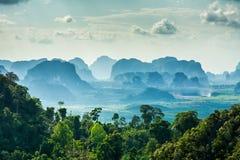 Erstaunliche Ansicht von Wat Tham Seua Tiger Cave-Tempel, Krabi-provi Stockbilder