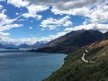 Erstaunliche Ansicht zum Berg stockfoto