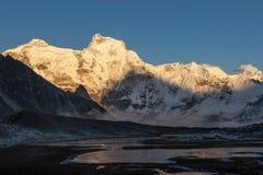 Erstaunliche Berg-Cholatse-Landschaft im Himalaja Stockfoto