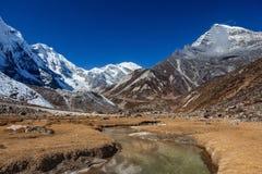 Erstaunliche Berglandschaft im Himalaja, Nepal Stockfoto