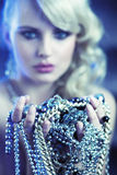 Erstaunliche blonde Frau mit jewelary Lizenzfreies Stockfoto