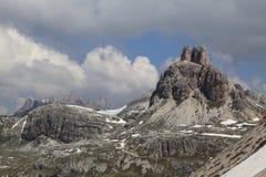 Erstaunliche Dolomitspitzen im Sommer Stockfotos
