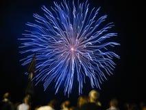 Erstaunliche Feuerwerke stockbilder