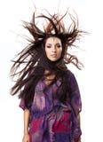 Erstaunliche Haarexplosion wint Portrait des jungen Mädchens Lizenzfreie Stockfotos
