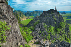 Erstaunliche Hochlandansicht der Reisfelder, der Kalksteinfelsen und des MOs Stockbilder