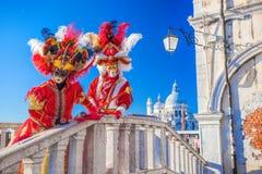 Erstaunliche Karnevalsmasken in Venedig, Italien stockfoto