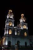 Erstaunliche Kolonialkirche nachts lizenzfreies stockfoto