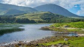 Erstaunliche Landschaft entlang Loch Cill Chriosd in der Insel von Skye, Schottland stockfotografie