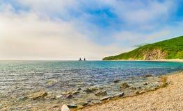 Erstaunliche Landschaft mit dem Felsen mit zwei Brüdern Panorama Lizenzfreies Stockbild