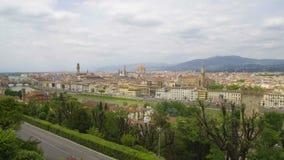 Erstaunliche Landschaft von Florenz-Stadt, von der Arno-Fluss und von Apennine-Bergen, Tourismus stock footage