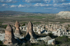 Erstaunliche Landschaften mit Felsen in Cappadocia Stockfotos