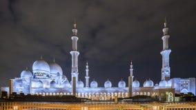 Erstaunliche Moschee Sheikh Zayed Grand Mosque an Sonnenuntergangzeit Abu-AVW Lizenzfreie Stockfotos