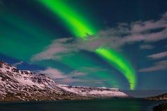 Erstaunliche Nordlichter in Island lizenzfreies stockbild