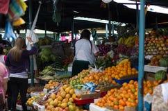 Erstaunliche organische Obst und Gemüse stockfotos