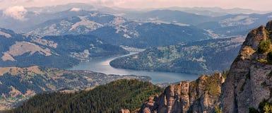 Erstaunliche Panoramaansicht in Ceahlau-Berge in Rumänien Lizenzfreie Stockbilder