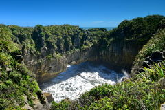 Erstaunliche Pfannkuchen-Rockbildungen an Nationalpark Paparoa in Neuseeland Stockfoto