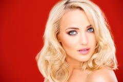 Erstaunliche sinnliche blonde Frau Stockbilder