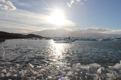 Erstaunliche Stücke Eisschollen Stockfoto